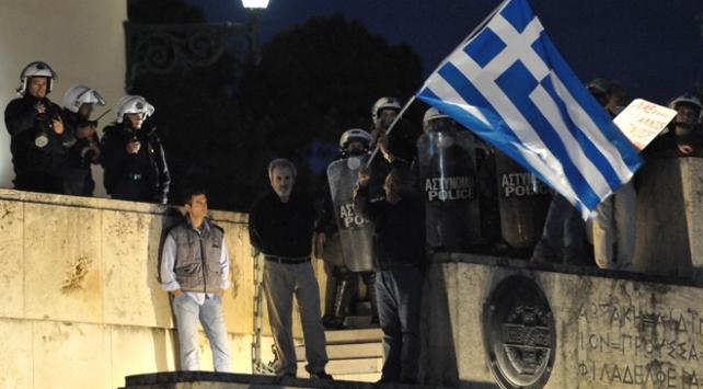 Yunanistanda yeni kemer sıkma önlemlerine onay