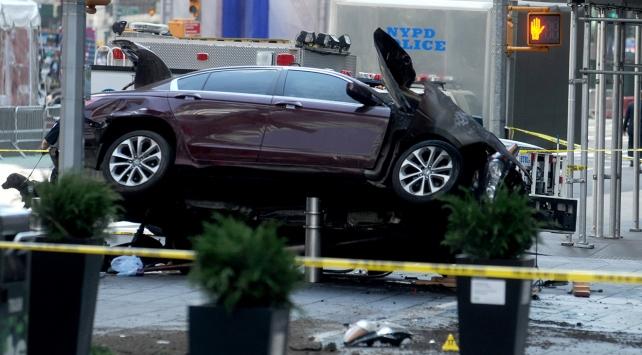 New Yorkta kaldırıma çıkan aracın sürücüsü adam öldürmekle suçlandı