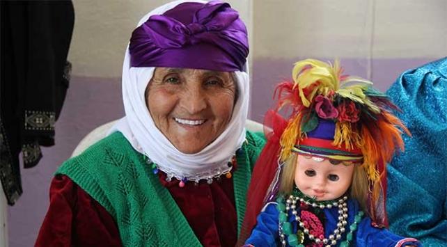 Türkmen kıyafetli Fatiş bebekler ilgi görüyor