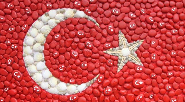 Çekirdek, fındık ve deniz yıldızından Türk bayrağı yaptılar