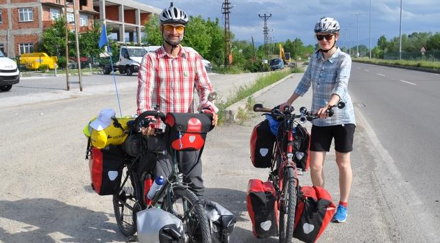 Hollandadan bisikletleriyle dünya turuna çıkan çift Bartına ulaştı