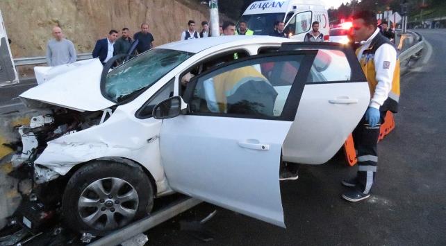 Otomobil kontrolden çıkarak beton bariyerlere çarptı: 1 ölü
