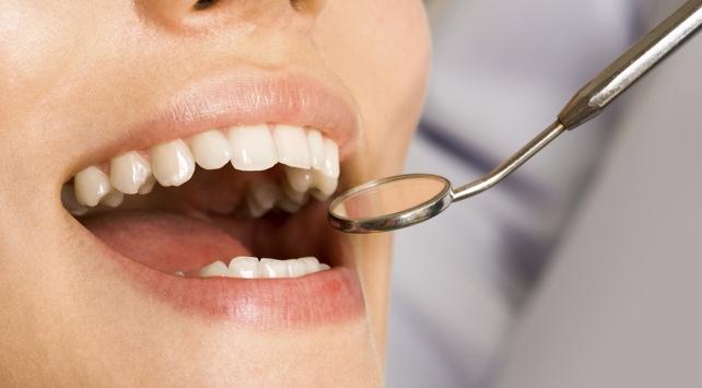 Diş çürüklerinden korunmak için doğru beslenme önemli