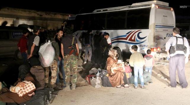 Suriyede rejim kuşatmasındaki Berzeden tahliyeler sürüyor