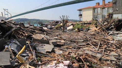 Ortaköy katliamının adresi Reina yıkıldı