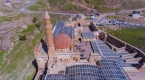 İshak Paşa Sarayına turist ilgisi