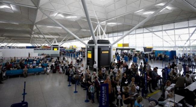 Londradaki Stansted Havalimanında terör nedeniyle gözaltı