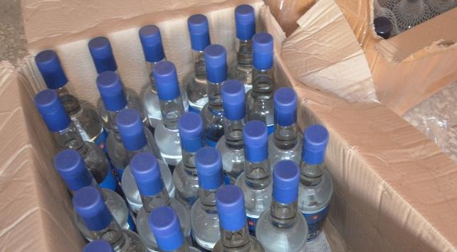 Kaçak içki deposuna baskın: 10 bin şişe...