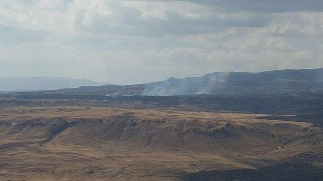 Tendürek'te teröristler araçları ateşe verdi