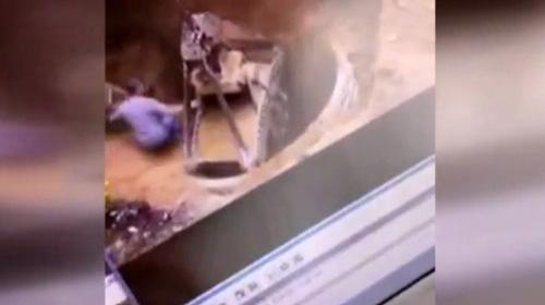 İki işçinin toprağa gömüldüğü anlar kamerada