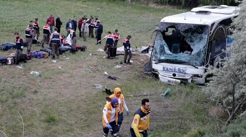 Yolcu otobüsü devrildi: 8 ölü, 34 yaralı