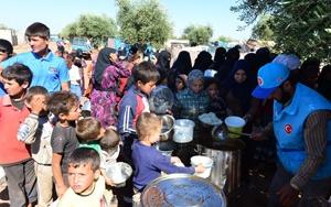 """Türkiyeden Azeze """"ilk iftar"""" için yardım"""