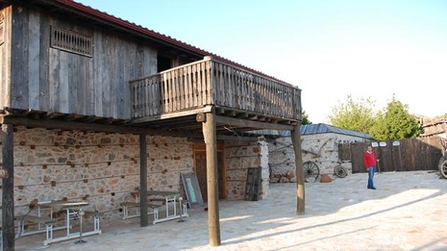 800 yıllık mahalle turistlerin gözdesi
