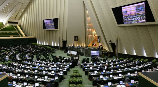 İran Meclisi, Ruhaninin bakan adayına güvenoyu vermedi