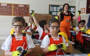 İş güvenliğini 8 yaşında iş tulumu giyerek öğrendiler