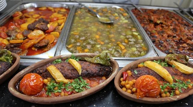 Şanlıurfada iftar sofralarını süsleyen muhteşem lezzetler
