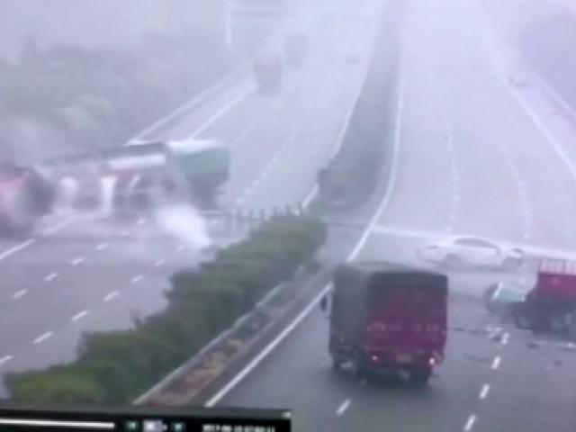 Çinde inanılmaz zincirleme kaza!