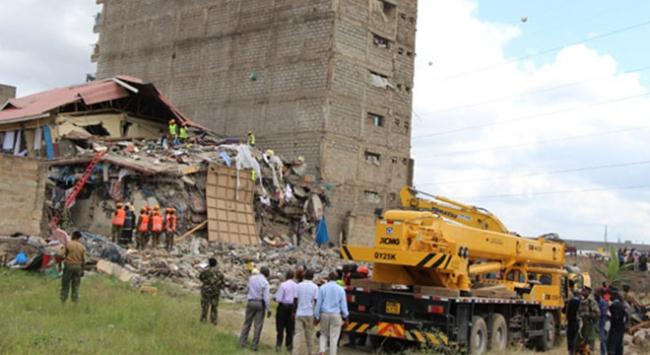 Kenyada 7 katlı bina yerle bir oldu