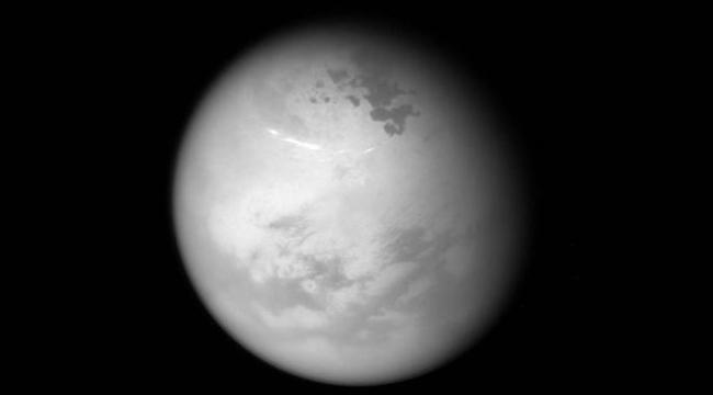 Satürnün uydusu Titanın kuzey yazı görüntülendi