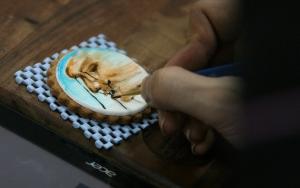 Ünlü ressamların eserlerini tatlılarına çiziyor