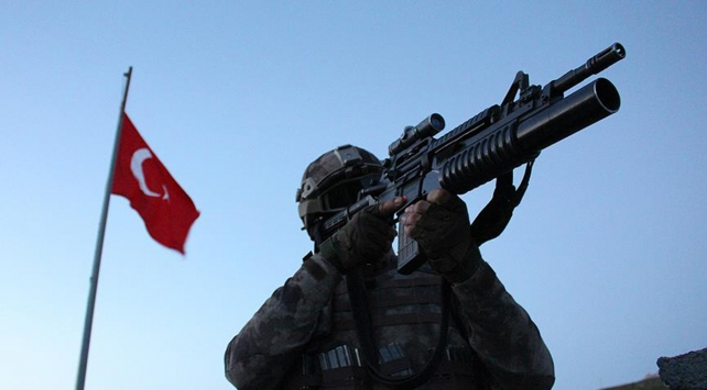 Hakkaride 2 asker şehit oldu, 7 asker yaralandı