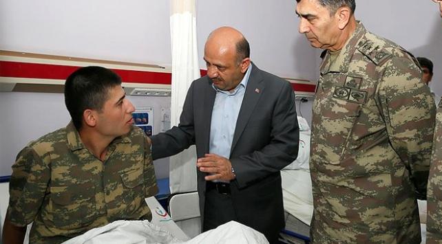 Bakan Işık Manisada yemekten etkilenen askerleri ziyaret etti