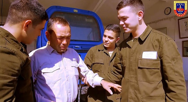 Üçüz askerlere Babalar Günü sürprizi
