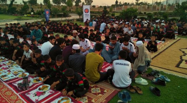 TİKAdan Pakistandaki yetimlere iftar