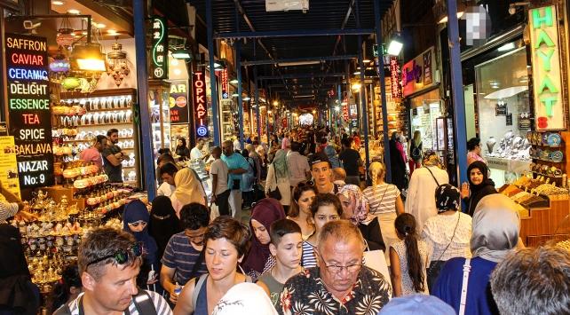 Çarşı pazarda bayram hareketliliği yaşanıyor