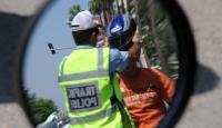 Polis Ve Jandarma Kask Dağıttı