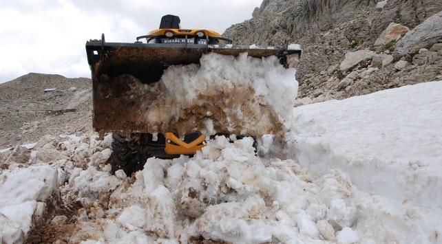 Antalyada haziran ayında karla mücadele çalışması