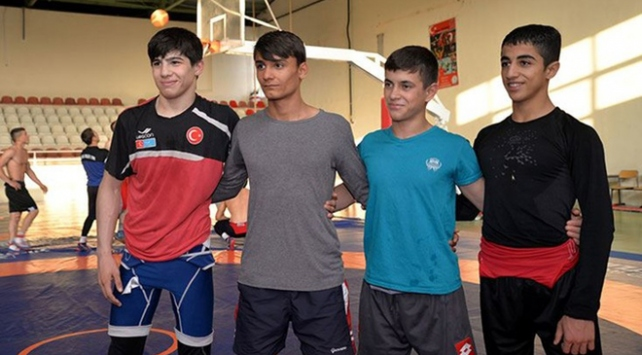 Genç milli güreşçilerin gözü Avrupa şampiyonluğunda