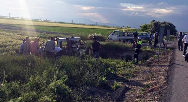 Konyada hafif ticari araç devrildi: 1 ölü, 3 yaralı