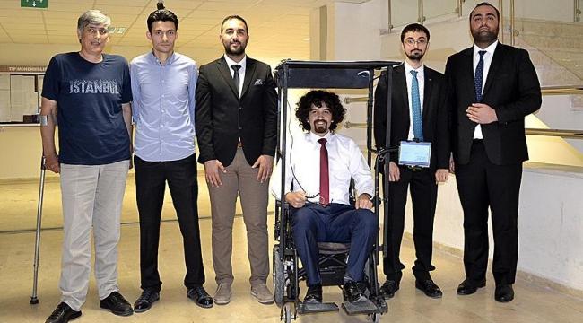 Gözbebeği komutu ile yürüyen sandalye yaptılar