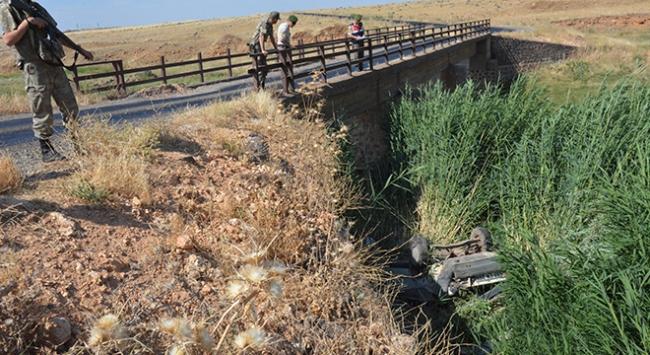 Şanlıurfada otomobil köprüden düştü: 8 yaralı