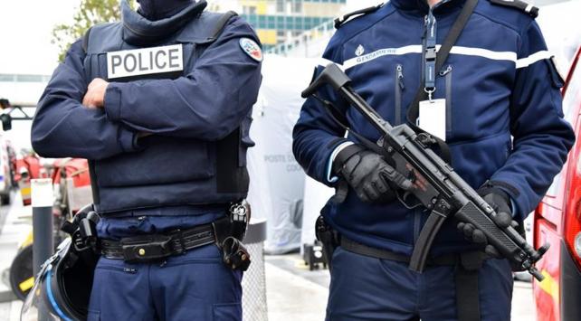 Pariste kısa süreli terör saldırısı paniği yaşandı