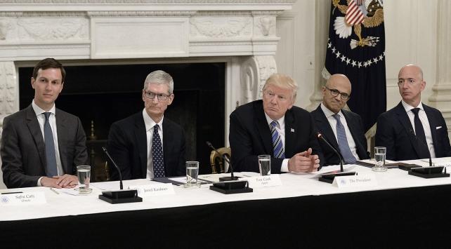 Trump, Beyaz Sarayda özel insanları ağırladı