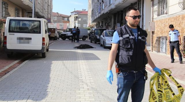 Sokak ortasında silahlı saldırıya uğrayan 2 kişi hayatını kaybetti