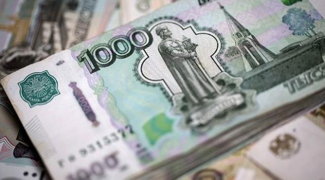 Rus rublesi 3 ayın en düşüğünde