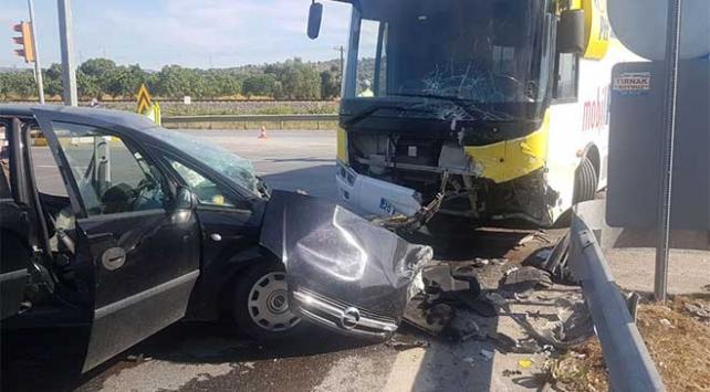 Kargo otobüsüyle otomobil çarpıştı: 2 yaralı