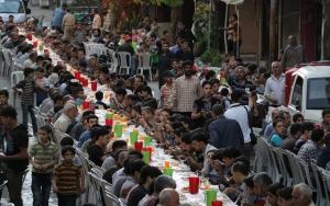 Kuşatma altındaki Doğu Gutada 2 bin kişilik iftar