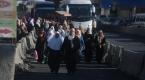 Ramazan ayının son cuma namazı için Kalendiyeden geçişler