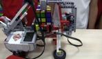 Öğrenciler zeka küpü çözen robot yaptılar