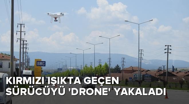 Kırmızı ışıkta geçen sürücüyü drone yakaladı