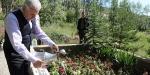 Başbakan Yıldırım anne ve babasının mezarlarını ziyaret etti