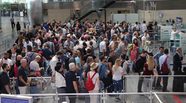 Atatürk Havalimanında bayramda yolcu yoğunluğu