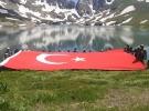 Mehmetçik, İkiyaka Dağları'nda dev Türk bayrağı açtı