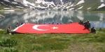 Mehmetçik, İkiyaka Dağlarında dev Türk bayrağı açtı