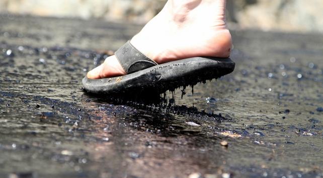 Sıcak hava Muğlada asfalt eritti