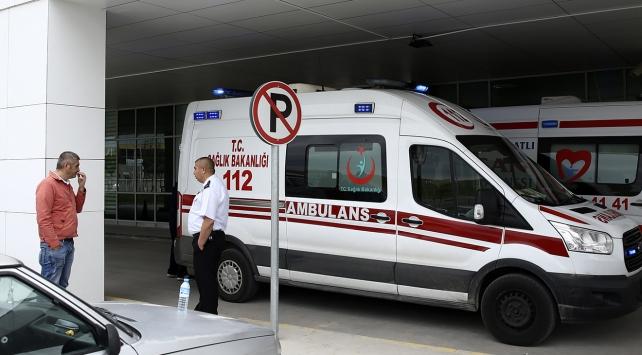 Bursada otomobil ambulansa çarptı: 4 yaralı